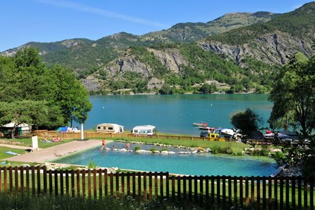 Camping du lac serre pon on campingselection - Camping lac serre poncon piscine ...