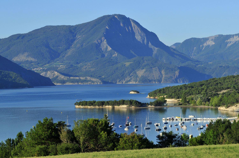 Lac Serre Poncon : Hautes alpes serre ponçon le niveau du lac historiquement bas
