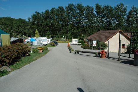 Camping du Bois de Reveuge - Francja - Jura