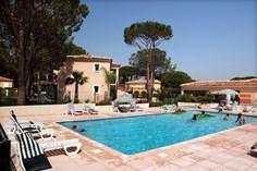 Vakantiepark Le Clos Bonaventure <br/>EUR 897.82 <br/> <a href='https://www.vacanceselect.com/nl/Partners/TradeTracker/?tt=865_250989_45326_Heerlijkevakantie&amp;r=https%3A%2F%2Fwww.vacanceselect.com%2Fnl%2Fvakantiepark%2Ffrankrijk%2Fcote-d-azur%2Fvakantiepark-le-clos-bonaventure%2F50318' target='_blank'>Reserveren</a>