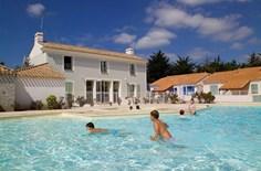 Vakantiepark Les Mas de Saint Hilaire <br/>EUR 293.17 <br/> <a href='https://www.vacanceselect.com/nl/Partners/TradeTracker/?tt=865_250989_45326_Heerlijkevakantie&r=https%3A%2F%2Fwww.vacanceselect.com%2Fnl%2Fvakantiepark%2Ffrankrijk%2Fvendee%2Fvakantiepark-les-mas-de-saint-hilaire%2F50045' target='_blank'>Reserveren</a>