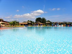 Rey Beach Club Costa Rei <br/>EUR 843.63 <br/> <a href='https://www.vacanceselect.com/nl/Partners/TradeTracker/?tt=865_250989_45326_Heerlijkevakantie&amp;r=https%3A%2F%2Fwww.vacanceselect.com%2Fnl%2Fvakantiepark%2Fitalie%2Fsardinie%2Frey-beach-club-costa-rei%2F3576' target='_blank'>Reserveren</a>