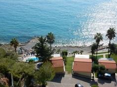 Residence Baia La Ruota <br/>EUR 848.35 <br/> <a href='https://www.vacanceselect.com/nl/Partners/TradeTracker/?tt=865_250989_45326_Heerlijkevakantie&amp;r=https%3A%2F%2Fwww.vacanceselect.com%2Fnl%2Fvakantiepark%2Fitalie%2Fbloemenriviera%2Fresidence-baia-la-ruota%2F51999' target='_blank'>Reserveren</a>
