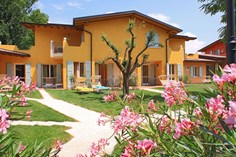 Residence Il Ruscello <br/>EUR 475.39 <br/> <a href='https://www.vacanceselect.com/nl/Partners/TradeTracker/?tt=865_250989_45326_Heerlijkevakantie&amp;r=https%3A%2F%2Fwww.vacanceselect.com%2Fnl%2Fvakantiepark%2Fitalie%2Fgardameer%2Fresidence-il-ruscello%2F3353' target='_blank'>Reserveren</a>