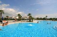 Villaggio Laguna Blu <br/>EUR 355.44 <br/> <a href='https://www.vacanceselect.com/nl/Partners/TradeTracker/?tt=865_250989_45326_Heerlijkevakantie&amp;r=https%3A%2F%2Fwww.vacanceselect.com%2Fnl%2Fvakantiepark%2Fitalie%2Fadriatische-kust%2Fvillaggio-laguna-blu%2F3987' target='_blank'>Reserveren</a>