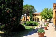 Agriturismo Il Borgo di Montereggi <br/>EUR 402.59 <br/> <a href='https://www.vacanceselect.com/nl/Partners/TradeTracker/?tt=865_250989_45326_Heerlijkevakantie&amp;r=https%3A%2F%2Fwww.vacanceselect.com%2Fnl%2Fvakantiepark%2Fitalie%2Ftoscane%2Fagriturismo-il-borgo-di-montereggi%2F51733' target='_blank'>Reserveren</a>