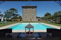 Agriturismo Villa Il Palazzo <br/>EUR 2567.50 <br/> <a href='https://www.vacanceselect.com/nl/Partners/TradeTracker/?tt=865_250989_45326_Heerlijkevakantie&amp;r=https%3A%2F%2Fwww.vacanceselect.com%2Fnl%2Fvakantiepark%2Fitalie%2Ftoscane%2Fagriturismo-villa-il-palazzo%2F51840' target='_blank'>Reserveren</a>