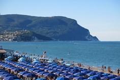 Villaggio Conero Azzurro <br/>EUR 882.60 <br/> <a href='https://www.vacanceselect.com/nl/Partners/TradeTracker/?tt=865_250989_45326_Heerlijkevakantie&amp;r=https%3A%2F%2Fwww.vacanceselect.com%2Fnl%2Fvakantiepark%2Fitalie%2Fmarche%2Fvillaggio-conero-azzurro%2F51644' target='_blank'>Reserveren</a>