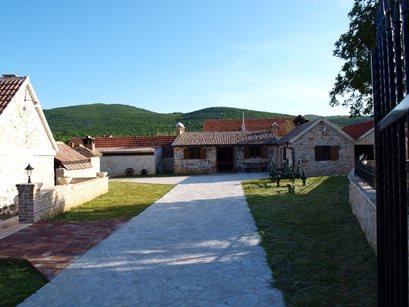 Campeggio Resort Micanovi Dvori - Croazia - Dalmazia