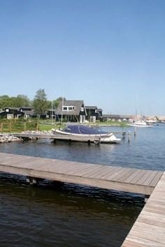 Vakantiepark Oan &amp;apos;e Poel <br/>EUR 600.79 <br/> <a href='https://www.vacanceselect.com/nl/Partners/TradeTracker/?tt=865_250989_45326_Heerlijkevakantie&amp;r=https%3A%2F%2Fwww.vacanceselect.com%2Fnl%2Fvakantiepark%2Fnederland%2Ffriesland%2Fvakantiepark-oan-e-poel%2F52017' target='_blank'>Reserveren</a>
