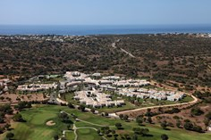 Vale d&amp;apos;Oliveiras Quinta Resort &amp; Spa <br/>EUR 1738.75 <br/> <a href='https://www.vacanceselect.com/nl/Partners/TradeTracker/?tt=865_250989_45326_Heerlijkevakantie&amp;r=https%3A%2F%2Fwww.vacanceselect.com%2Fnl%2Fvakantiepark%2Fportugal%2Falgarve%2Fvale-d-oliveiras-quinta-resort-spa%2F4330' target='_blank'>Reserveren</a>