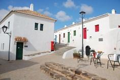 Slow Village Aldeia da Pedralva <br/>EUR 971.41 <br/> <a href='https://www.vacanceselect.com/nl/Partners/TradeTracker/?tt=865_250989_45326_Heerlijkevakantie&amp;r=https%3A%2F%2Fwww.vacanceselect.com%2Fnl%2Fvakantiepark%2Fportugal%2Falgarve%2Fslow-village-aldeia-da-pedralva%2F50523' target='_blank'>Reserveren</a>